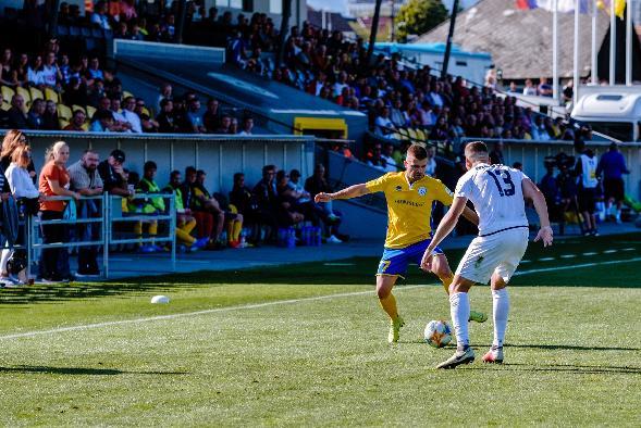 Oddnes sú otvorené vnútorné športoviská. FK Pohronie odohrá dva domáce zápasy