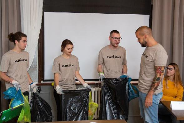 Výzva na boj s voľne pohodeným odpadom