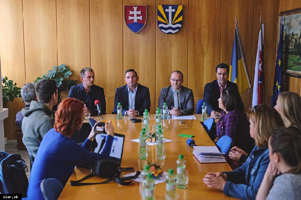 obr: Žiar ako prvé mesto na Slovensku so snímačmi obsadenosti parkovania napojených na mobilnú aplikáciu