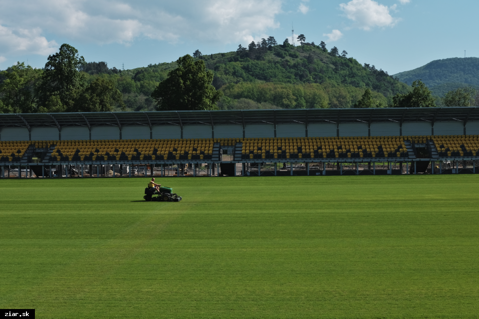 obr: Termín otvorenia futbalového štadióna sa posúva o niekoľko týždňov
