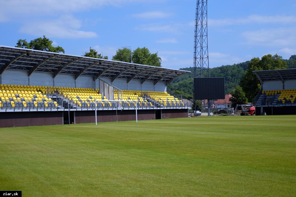 obr: Otvorenie futbalového štadióna v sobotu 12. augusta