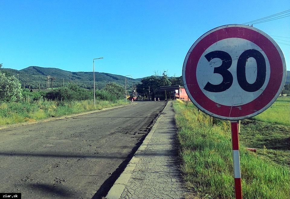 obr: Cesta na železničnú stanicu sa už rekonštruuje
