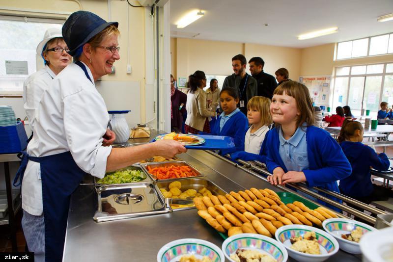 Do školských jedální sa zavádza čipový systém evidencie stravníkov