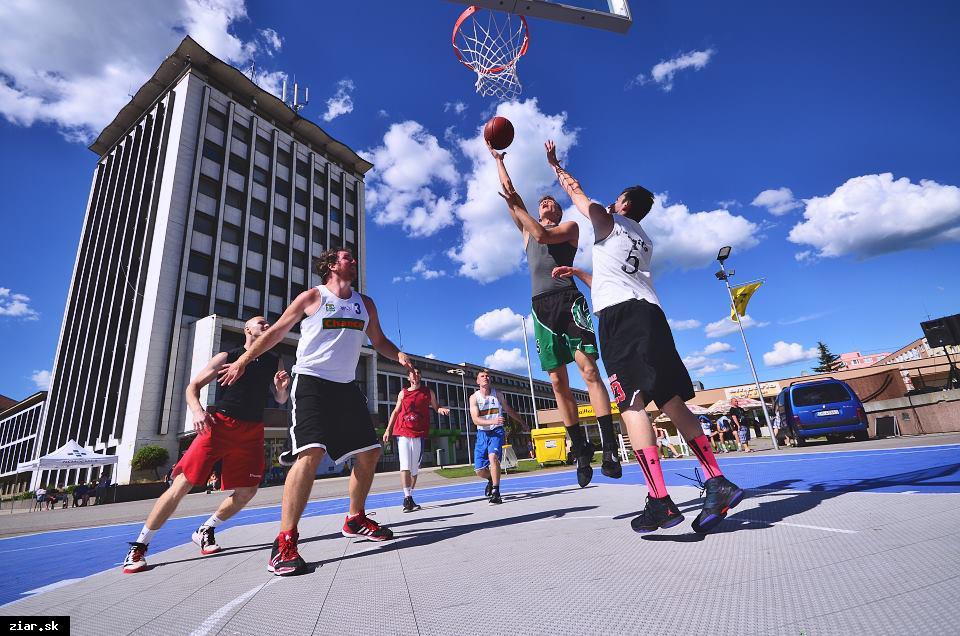 obr: Jubilejný Streetball priniesol divákom kvalitné súboje