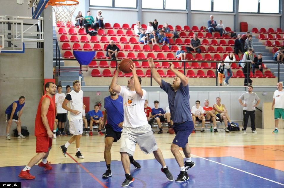 obr: Žiarsky Streetball sa prvýkrát v jeho 21-ročnej histórii odohral v ZUS aréne