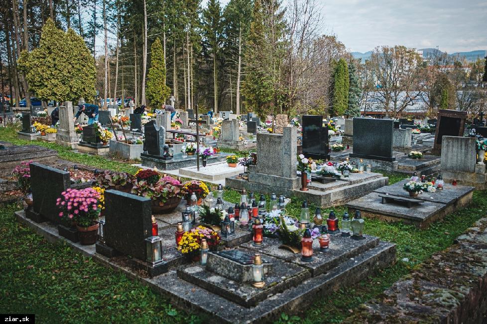 obr: Sviatok všetkých svätých sa blíži. Dokedy bude otvorený žiarsky cintorín?
