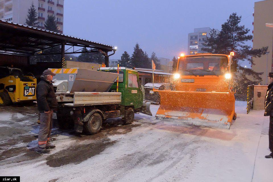 obr: Technické služby zásobené, zima môže prísť