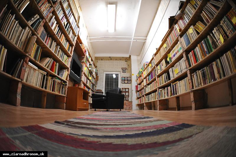 obr: Domov opustených kníh
