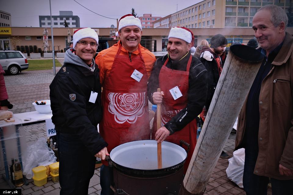 obr: Vianočná kapustnica na námestí v stredu 21. decembra