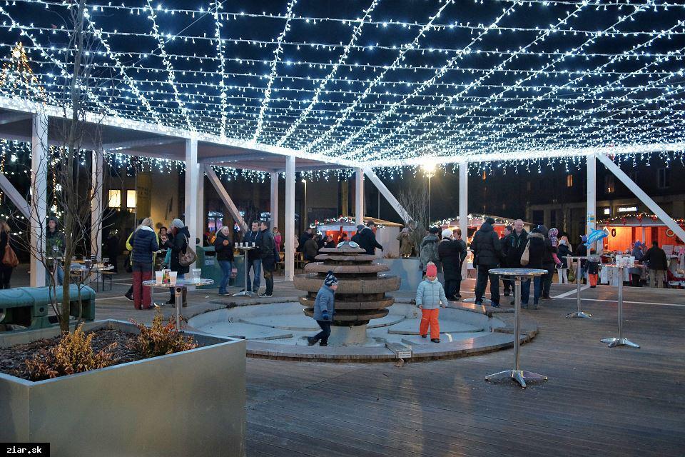 obr: Vianočné trhy na Námestí Matice slovenskej od 11. decembra