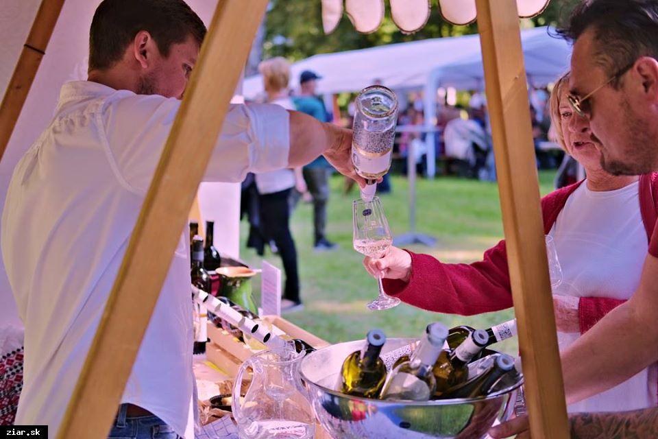 obr: Obľúbené podujatie Víno v parku aj tohto roku