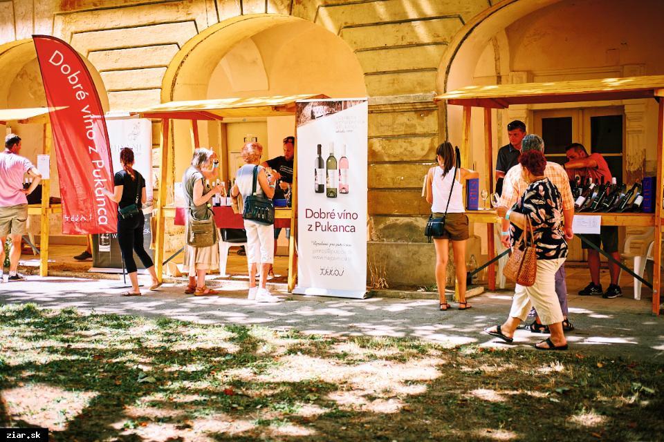 obr: Festival vína po prvýkrát v historickom kaštieli