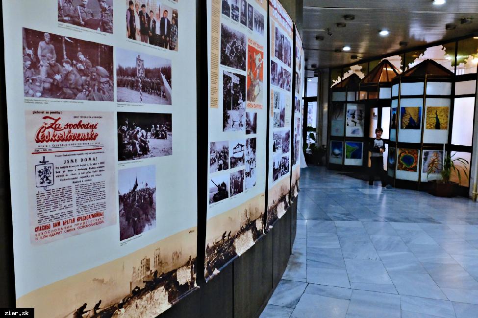 obr: Od Stalingradu do Bratislavy – putovná fotodokumentačná panelová výstava