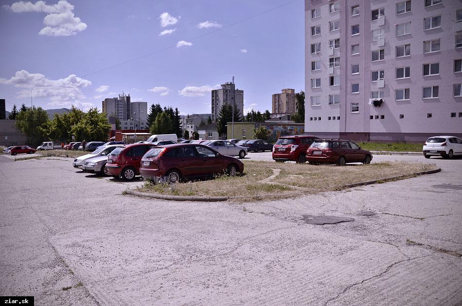 obr: Na Etape pribudne 18 garáží, obyvatelia podpísaní pod petíciou sú sklamaní