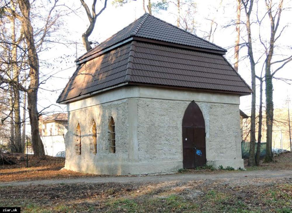 obr: Po stopách histórie a pamiatkach mesta: Záhradný domček v parku