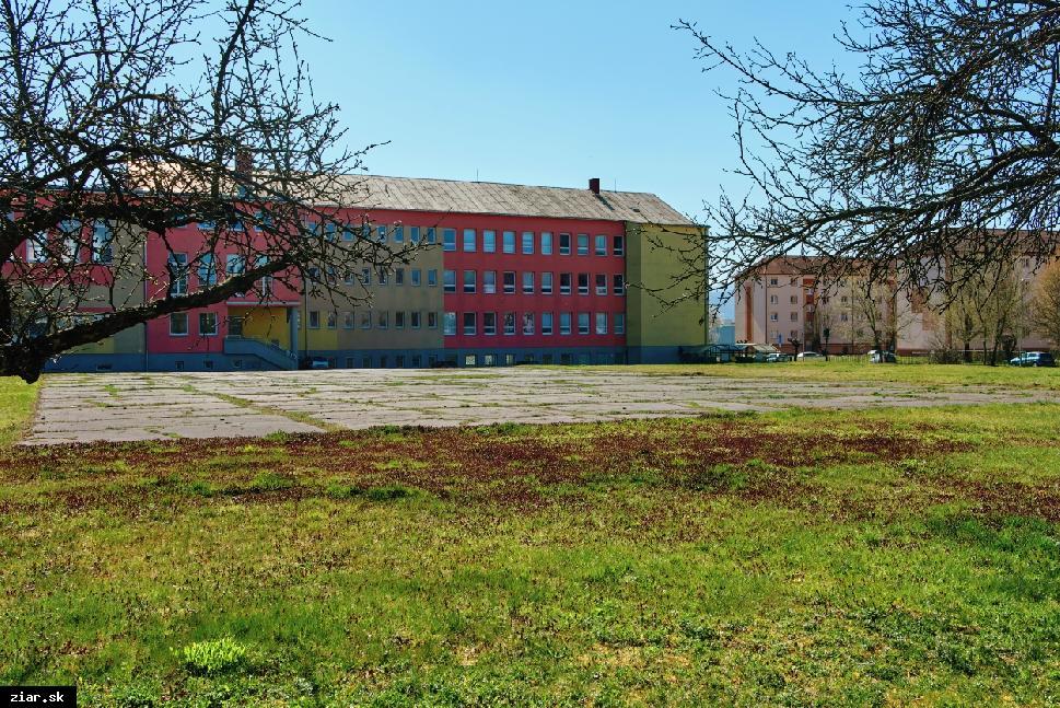 obr: Poslanci budú rokovať o zámene pozemkov pri gymnáziu