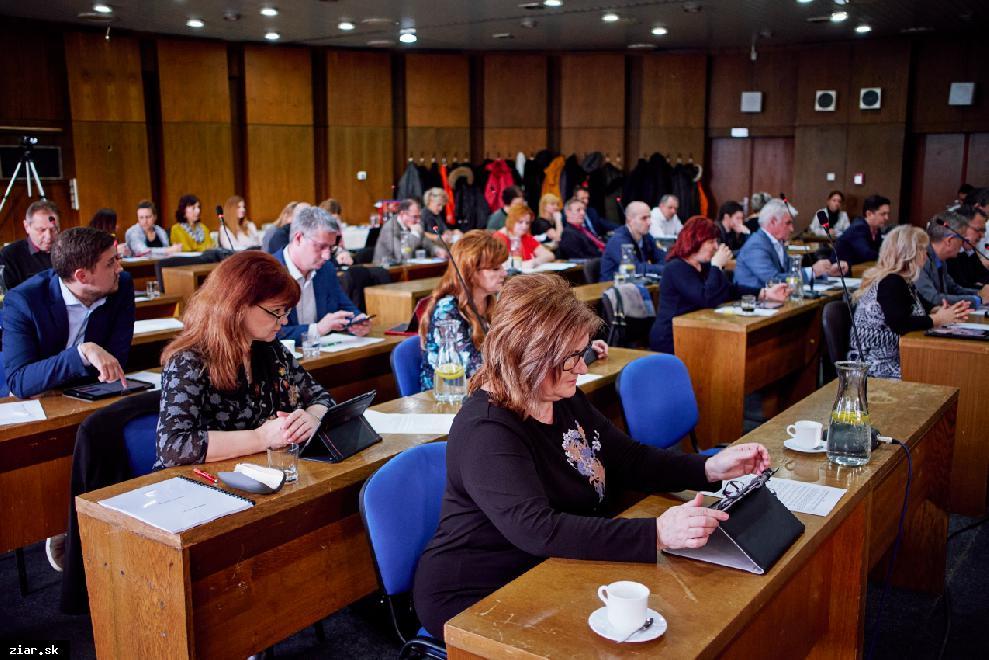 obr: Z februárového zasadnutia mestského zastupiteľstva