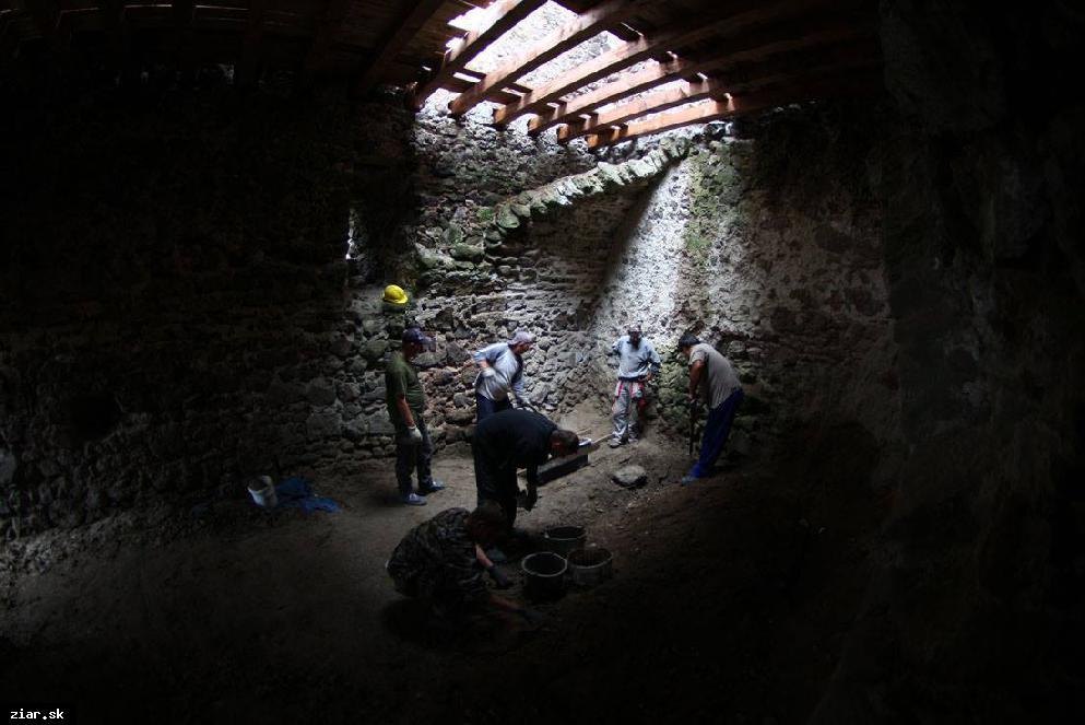 obr: Na Šášovskom hrade zriadili lapidárium