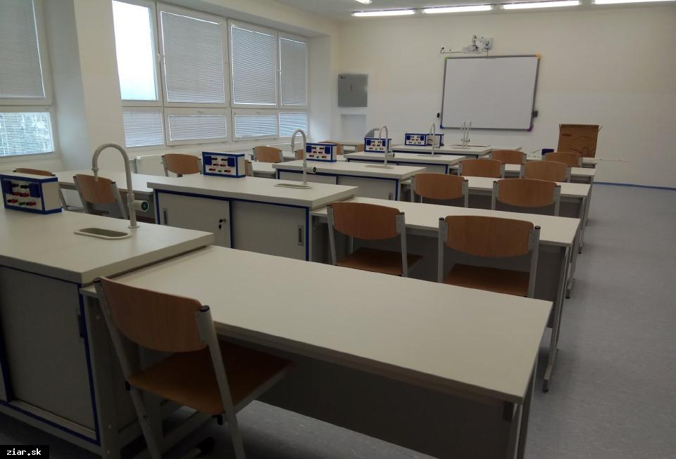 obr: Od piatku sú na území mesta zatvorené školy, škôlky, školské zariadenia a detské jasle