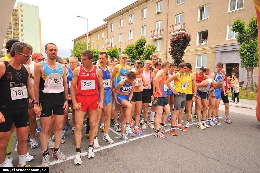 obr: V uliciach mesta sa opäť pobeží Žiarsky mestský polmaratón