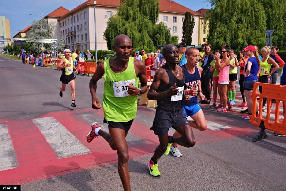 obr: Deviatemu ročníku polmaratónu opäť dominovali Keňania