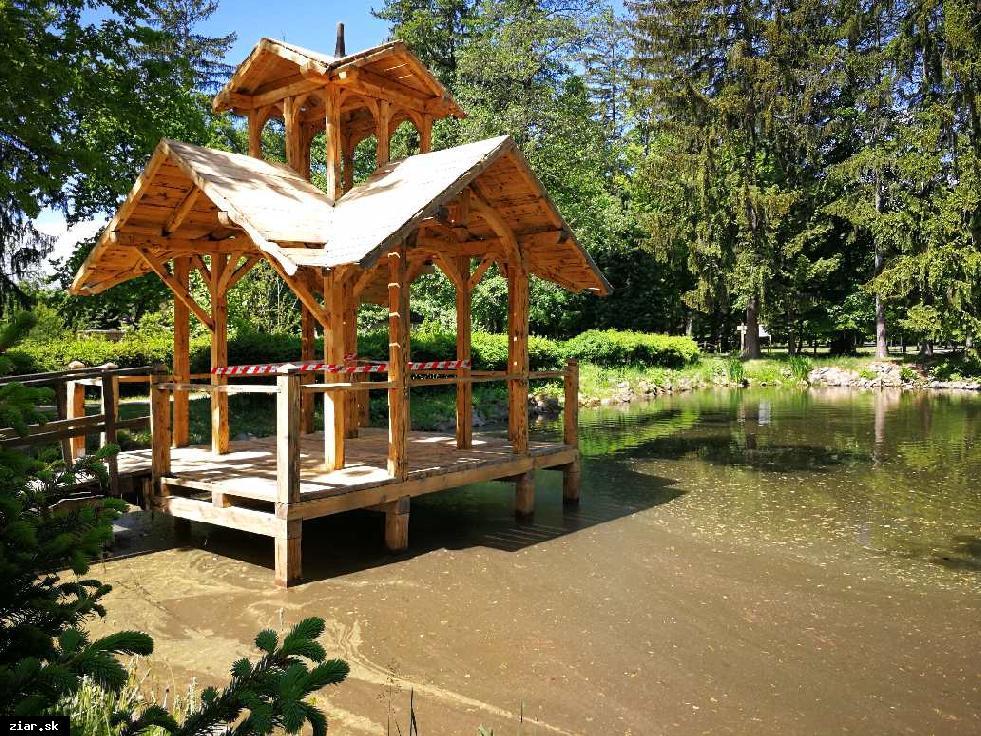 obr: Zrekonštruujeme altánok v parku