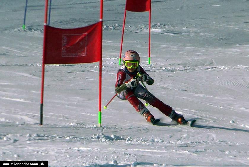 obr: Deväťročná Zuzana dosahuje v zjazdovom lyžovaní každým rokom lepšie výsledky