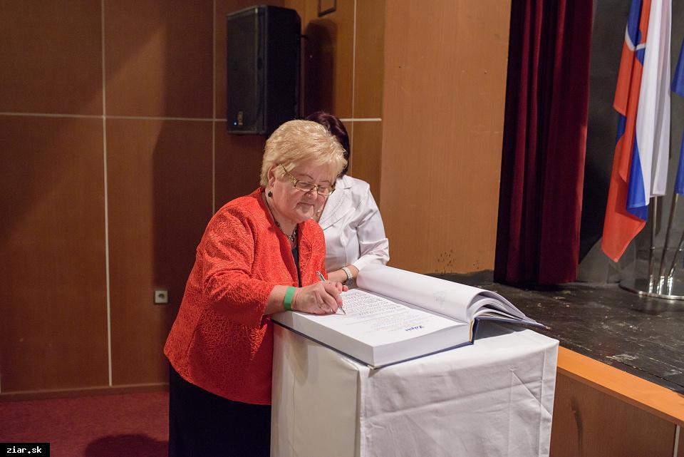 Valéria Barcíková - za aktívne vedenie súboru seniori - optimisti