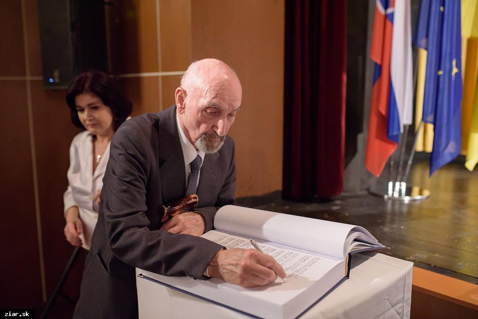 Mgr. Dimitrij Utešený - za mimoriadny prínos pre rozvoj volejbalu v Žiari nad Hronom