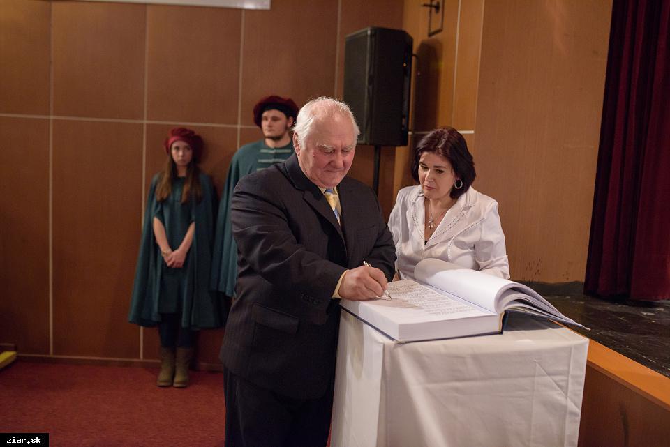 Mgr. Peter Mosný - za vytvorenie zoznamu pamiatok a pamätihodností mesta a ich rekonštrukciu