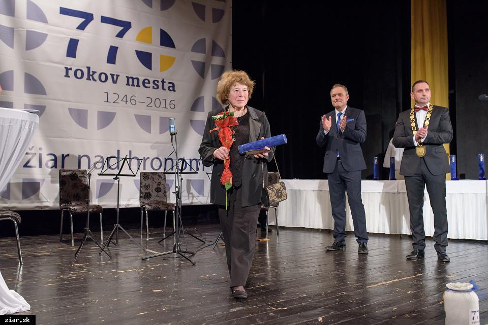 Mgr. Ľubomíra Šeševičková - za mimoriadny prínos v oblasti vedy a za osobitnú angažovanosť pri vzniku Hvezdárne a planetária Maximiliána Hella v Žiari nad Hronom