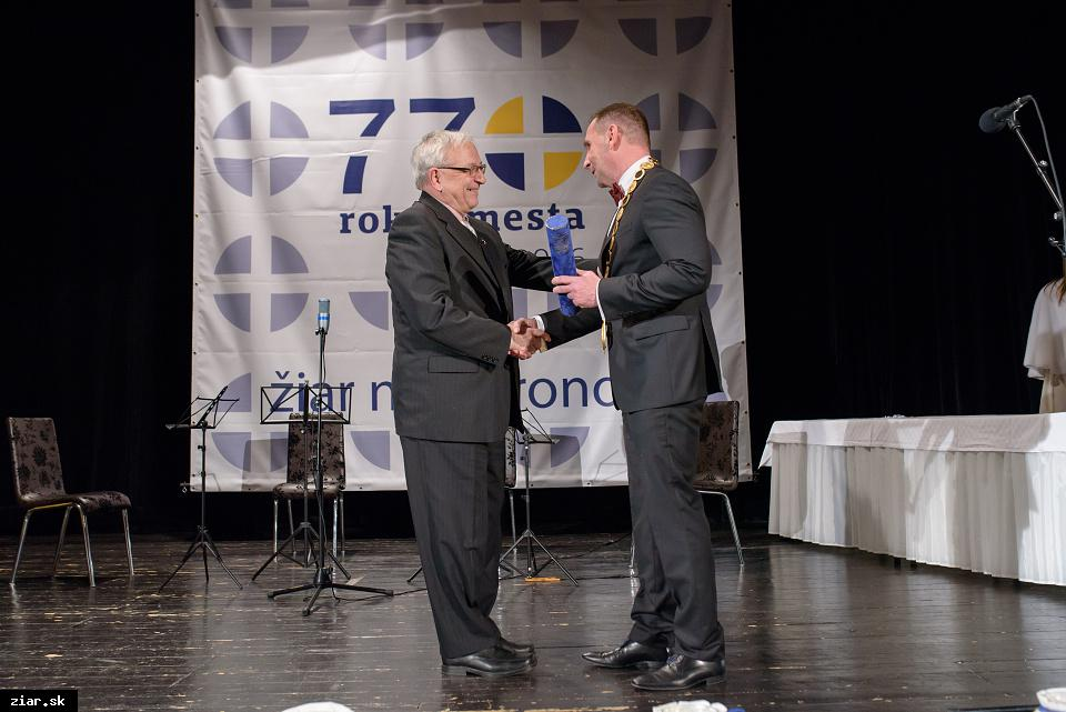 Mestské zastupiteľstvo na svojom zasadnutí dňa 28. januára 2016 schválilo udeliť čestné občianstvo prof. Belovi Felixovi, PhD.